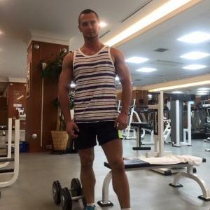 Darrell , 38, man
